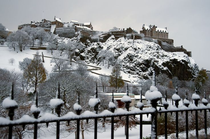 Edinburgh Castle in the snow #Scotland