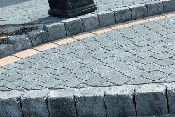Balkvormige palissades voor uw tuin of terras.Verouderd effect om zo in uw rustieke of gezellige tuin te passen.Zwart (antraciet) is ideaal in combinatie met andere Marlux tegels of klinkers.Geschikt voor de afwerking van perkjes, trappen en vijvers.Kunnen zowel horizontaal als verticaal gebruikt worden.Vorstbestendig.