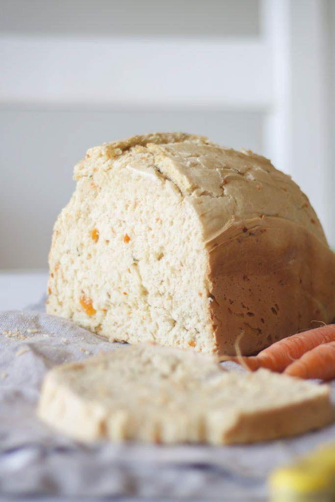 Este pan de zanahoria y perejil es muy original. Queda dulzón pero con todo el sabor del pan recién hecho.