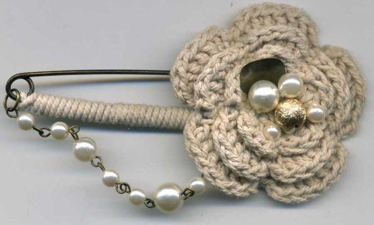 Broche croche. Solo inspiración ❥Teresa Restegui http://www.pinterest.com/teretegui/❥