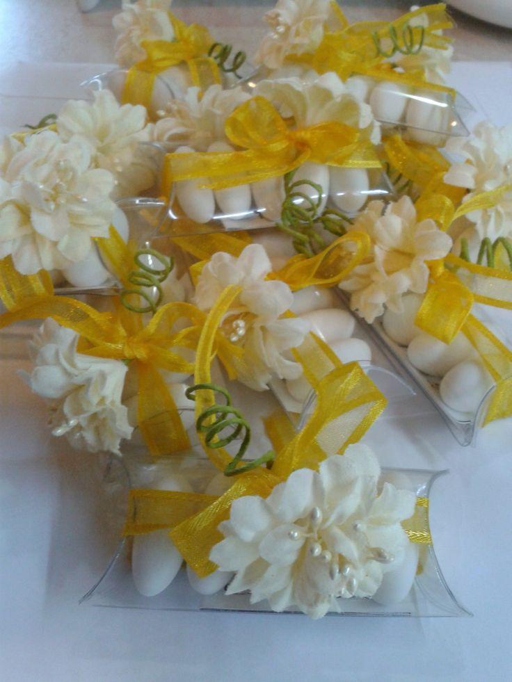 Tubo 5 confetti confezionato con nastro e fiore bianco e biglietto di Dienneidee su Etsy