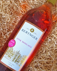 Loving the in-store instant coupons at Circle-K for Beringer's Pink Moscato - also look for the QR Code display at your local Circle-K to access the savings!