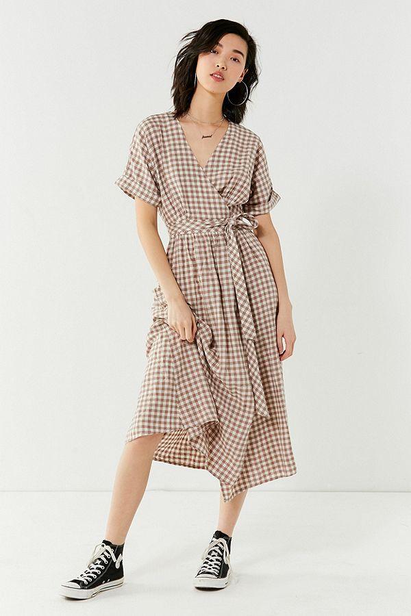 5bdb88e782 Slide View  1  UO Gabrielle Linen Midi Wrap Dress
