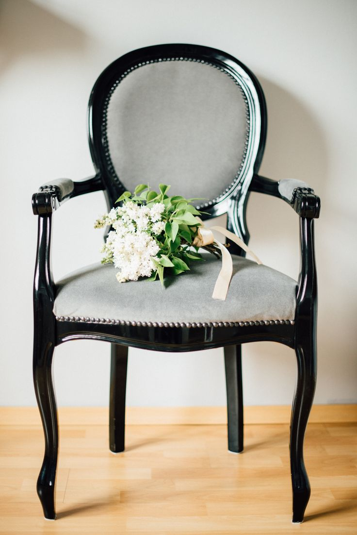 Elite Wedding chair with lilac