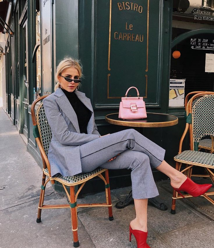 Bistro Le Carreau what's your favorite french food? Mine is fresh and warm  with salted butter | shoes and bag my beloved @rogervivier…