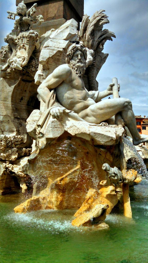 There are spectacular fountains in Rome, but the best ones may not be the most well known. Click to find out more so you won't miss them on your next Roman Holiday! @venturists
