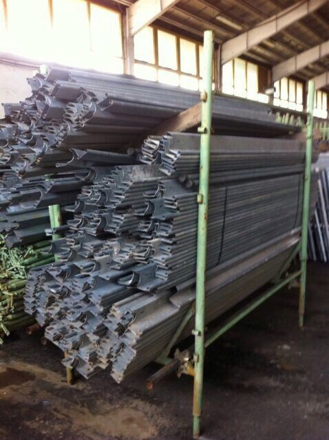 """Painted scaffold brand """"FRACASSO"""" never used. 30 000 m2 full optional ready for sale."""