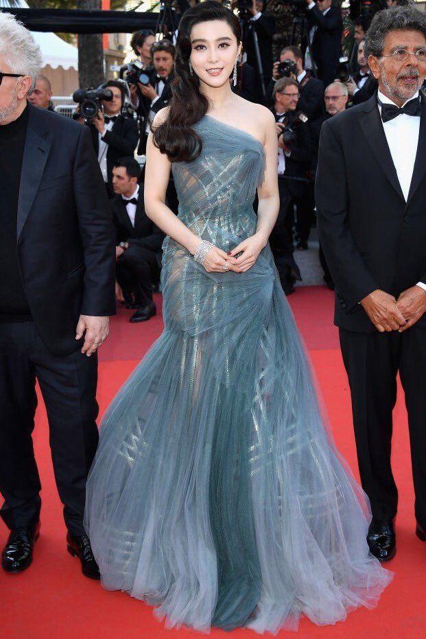 Fan Bingbing In Atelier Versace – 2017 Cannes Film Festival Closing Ceremony