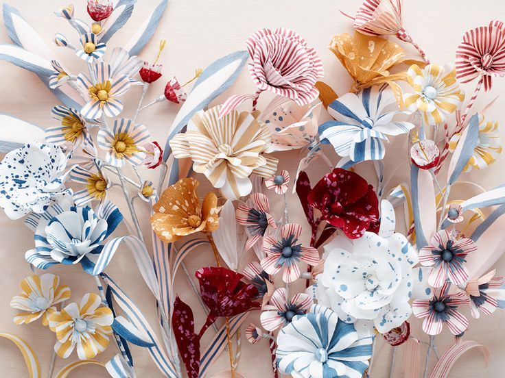 Download the FREE template + DIY instructions for these handcrafted paper flowers by Thuss + Farrell / Paper to Petal