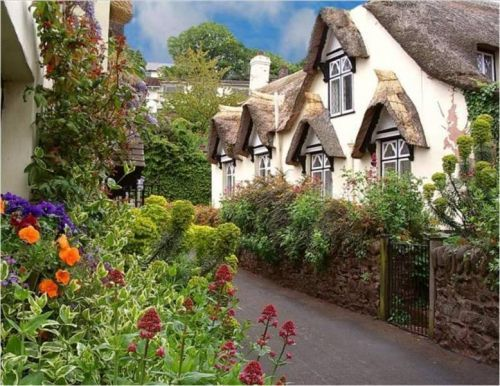 ~ I like to wonder about the people who live in homes like this ~ thatched cottage in the English countryside ~