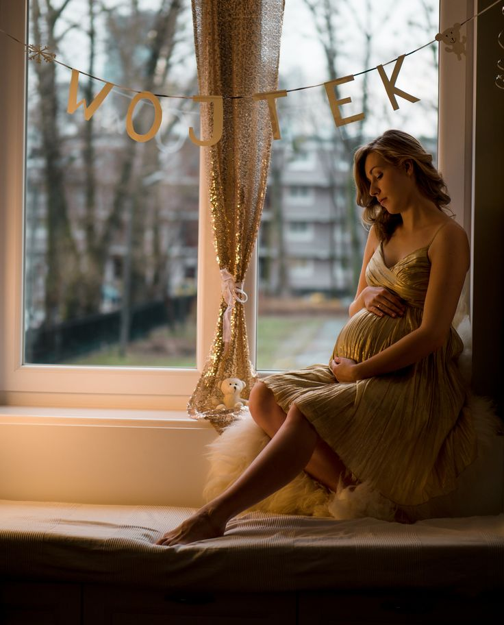 https://flic.kr/p/Dej2B7 | young pregnant woman sitting on the window | young pregnant woman sitting on the window