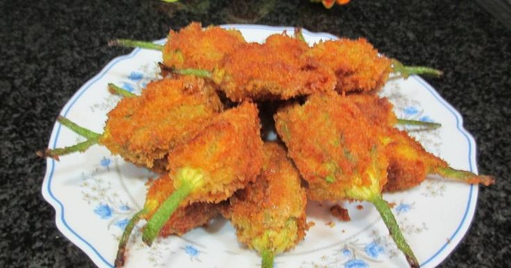 Fabulosa receta para Flores de calabacín macho rebozadas, rellenas con carne picada mixta. Hoy quieriea sorprender los con una receta genial, diferente y sabrosa. Aproveches amigos míos !!!!!