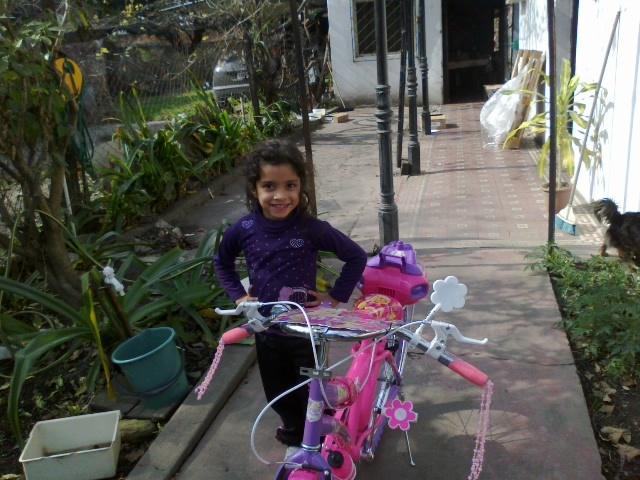 vicky y su bici nueva...