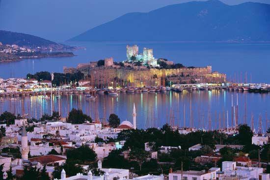 Aegean Sea   Mediterranean Sea   Britannica.com-Petronium The Castle of St. Peter at Bodrum, Turkey, on the Aegean coast.