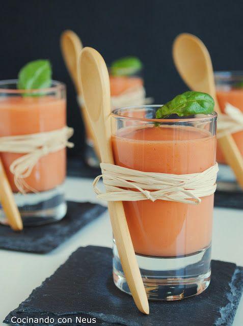 Chupito de crema fría de tomate y albahaca*
