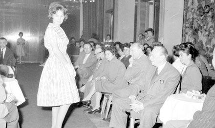 Bemutató a nemzetközi divatkongresszus anyagából, 1960