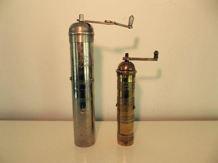 Twee originele pepermolens - begin 20e eeuw