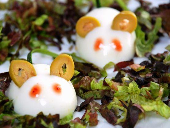 ¡Buenas tardes cocinill@s! Hoy desde Ernesto Colman Recetas queremos enseñaros un plato muy fácil de preparar y que seguramente muchos hayáis probado en algunas ocasiones. Os sorprenderá lo fácil y cómodo que resulta preparar huevos rellenos....