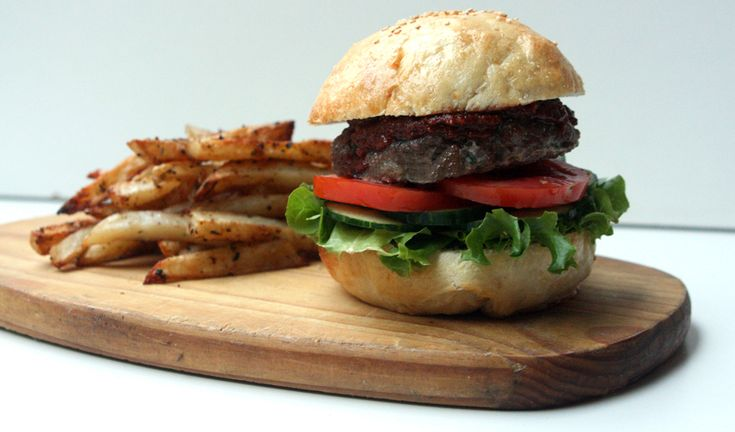 Healthy Burgers with Homemade BBQ Sauce and Baked Hot Chips #recipe