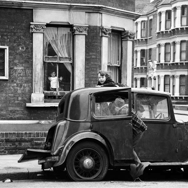 Look at the toddler in the window! An evocative, casual photo of life in London, 1950s.  (~ greeneyes55.tumblr.com)