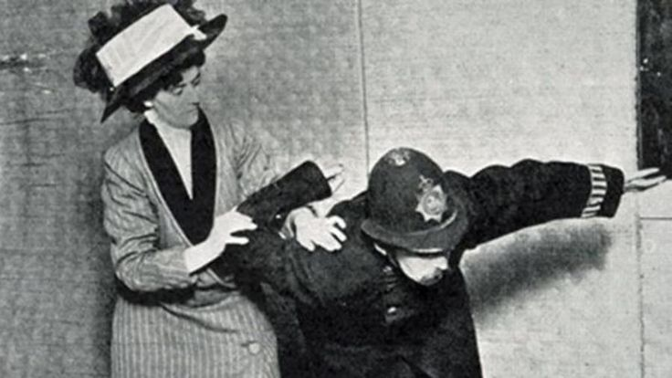 Famous suffragette Edith Garrud demonstrates a jujitsu move on a policeman. (Photo: Tony Wolf/Public Domain)