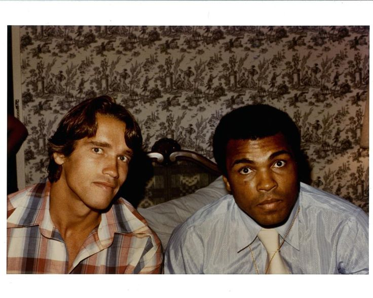 There are so many fantastic photos on this site. I want to pin them all! This is a reason why I love photography. All of the memories and moments it captures. Arnold Schwarzenegger and Muhammad Ali