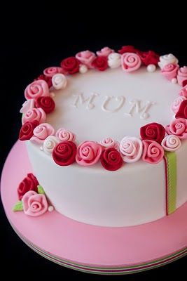 Mum loves cake. I could bake her a lovely cake but it would look nowhere near as good as this one!