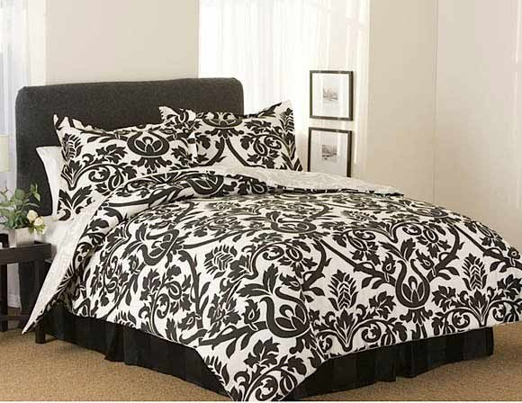This is the comforter set I want.Black And White, Bedrooms Sets, Dreams Beds, White Beds, Black White, Pink Bedrooms, Beds Sets, Bedrooms Ideas, Comforters Sets