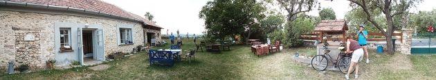 Biciklis pihenőhely. Szerintünk esküvői helyszín. | Bohém Esküvő