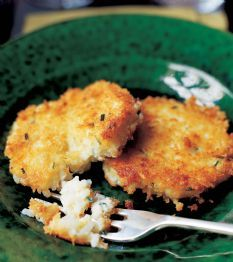 "Recipe_To Try_""Chive Risotto Cakes"" by Contessa_Yum!! Pinner says, ""This recipe is delicious! Ooey gooey comfort food with summertime chives!""__Ingred:  *Kosher salt *1 C uncooked Arborio rice* ½ c Greek yogurt*2 extra-large eggs*3 T minced fresh chives *1 ½ C grated Italian Fontina cheese (5 oz) *½ t  freshly ground black pepper*¾ c panko (Japanese dried bread flakes) *Good olive oil"
