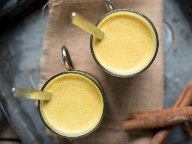 Golden milk er deilig varmande og betennelsedempande helsedrikk som du kan nyte kvar dag. Med gurkemeien sine fine farge og gode effekt.