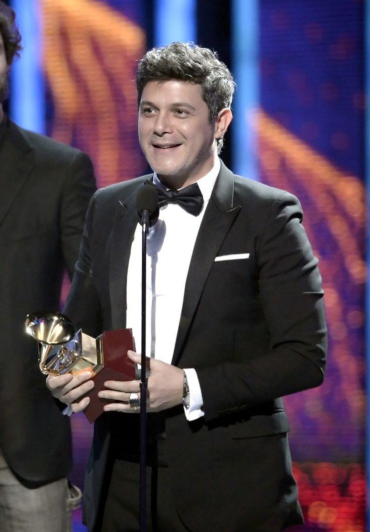 """Alejandro Sanz Alejandro Sanz recibiendo el Latin Grammy """"Mejor Álbum Vocal Pop Contemporáneo"""" por """"La música no se toca"""""""