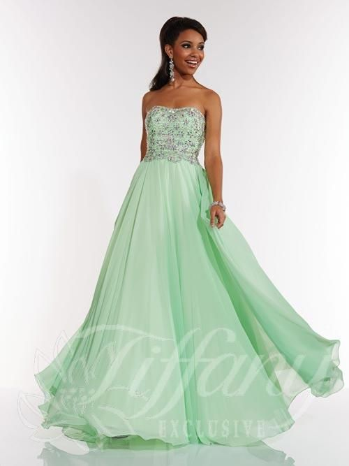 what are good websites for prom dresses that ship to canada