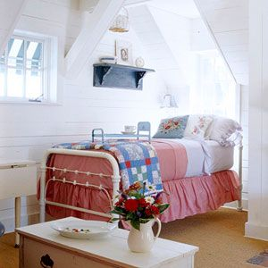 love attic style bedroomsDecor, Attic Bedrooms, Bedrooms Design, Red White Blue, Vintage Bedrooms, Blue Bedrooms, Upstairs Bedrooms, White Bedrooms, Child Bedrooms