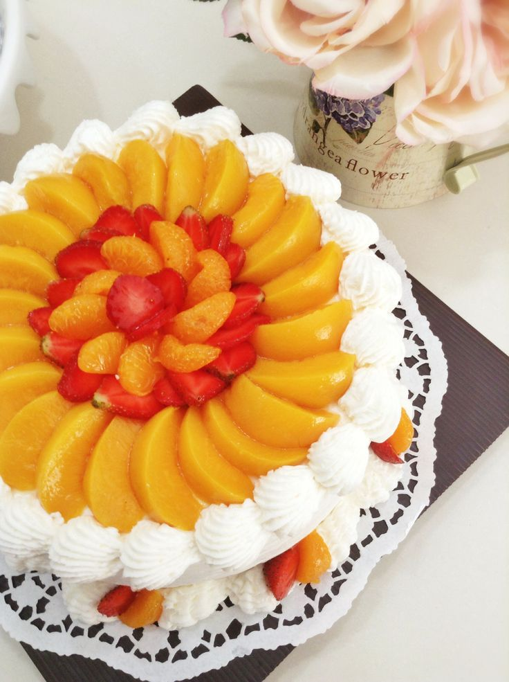 Cake with fresh fruits topping