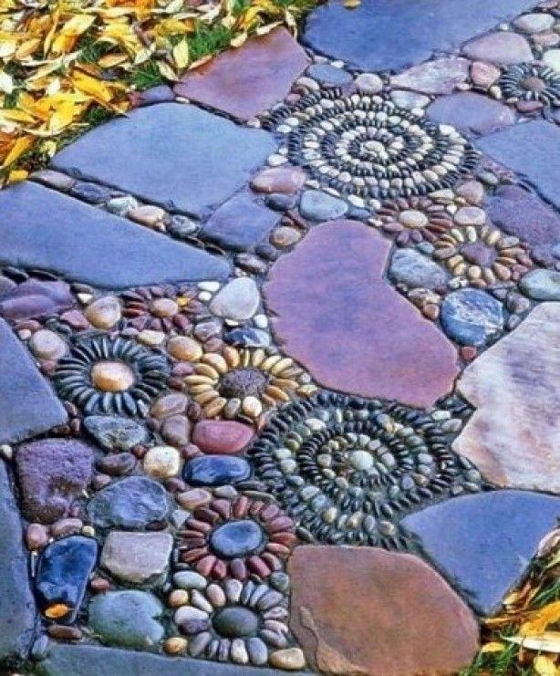 mozaik, in cement gelegd in je tuin als pad, sprookjesachtig!