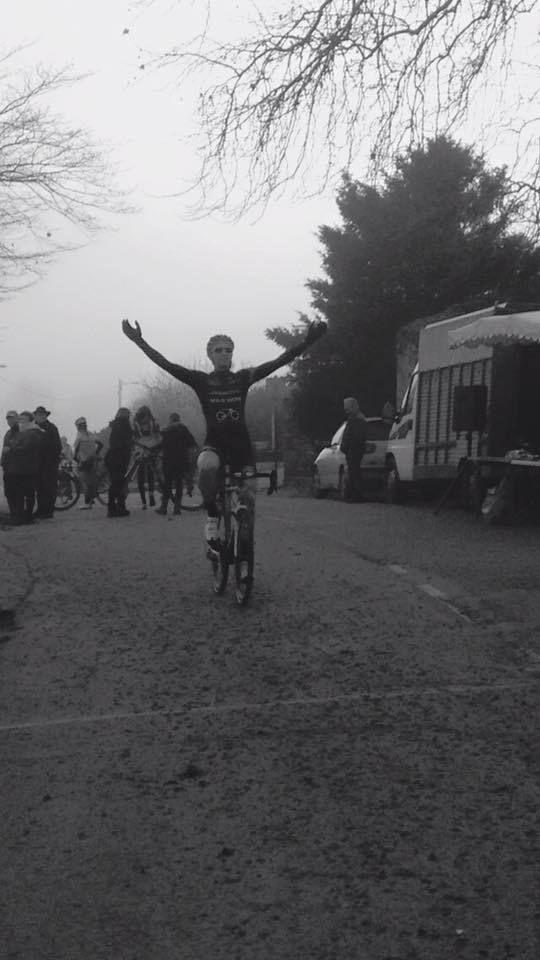 AUTUN (71) : DIMANCHE 13 DECEMBRE 2015 - 2 EME CYCLO CROSS DE LA VILLE AU THEATRE ROMAIN - PRIX DE LA MUNICIPALITE Ce dimanche se déroulait le cyclo cross d'Autun (71). A la sortie du stage de préparation au championnat de France avec l'équipe Bourgogne,...