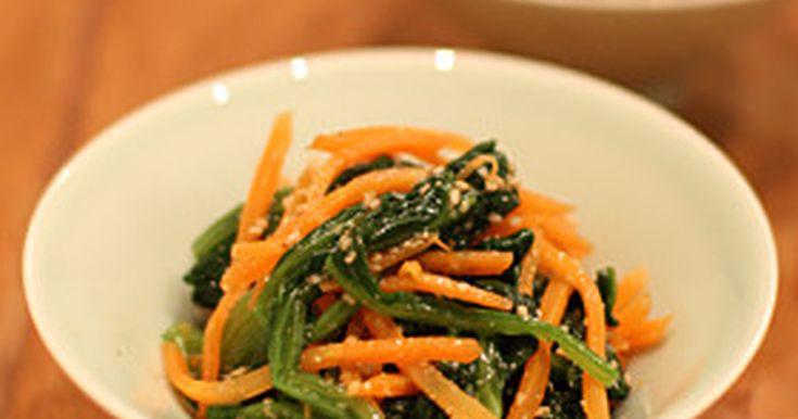 ほうれん草はゆでることでたっぷり食べられ、人参が献立に彩りを加える簡単副菜。もう1品が足りない時に是非どうぞ。