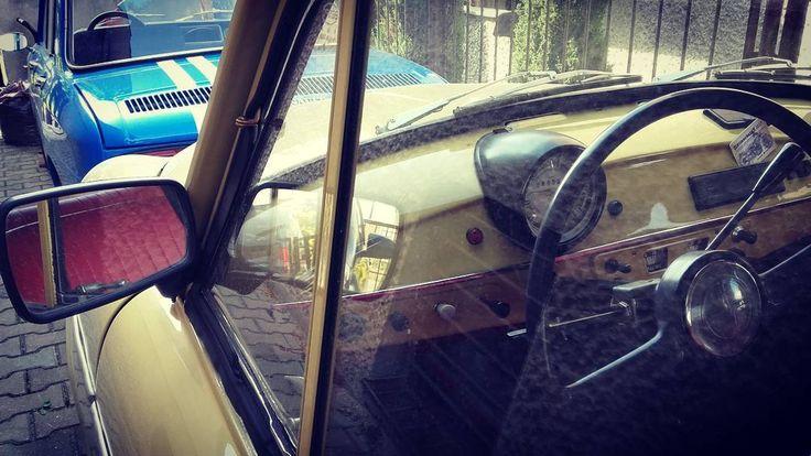 Duet  #wroclovers #wroclove #igersworld #igerseurope #igerspoland #igerspolska #instagram #igers #instagramers #instashot #photooftheday #wroclaw #wrocław #samsung #photo #renault #renault8 #renault8gordini #gordini #renault8 #vintage #racing #car #bilauto #restoration #syrena