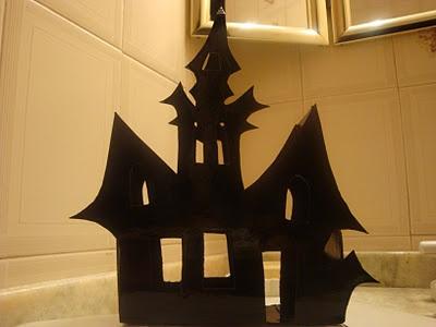 """LACA """"Lo Atamos Con Alambre"""" Castillo embrujado para Halloween"""
