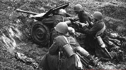 Polish anti tank gun crew.