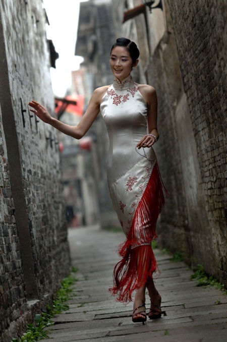 Ancient to modern Chinese fashion - costumes - styles Chinese wedding gowns - qipao - Mandarin collar dress THIS collar and shoulder line
