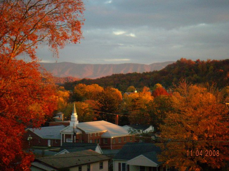 Bristol, TN : A church in the beautiful mountains during fall