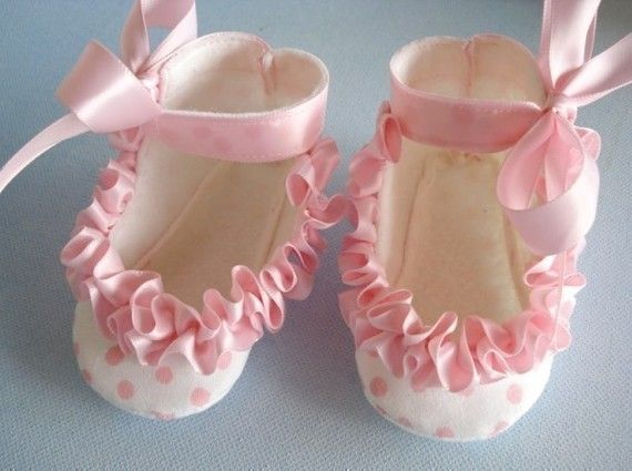 Baby Shoes Booties with Ruffled Ribbon Sewing by preciouspatterns