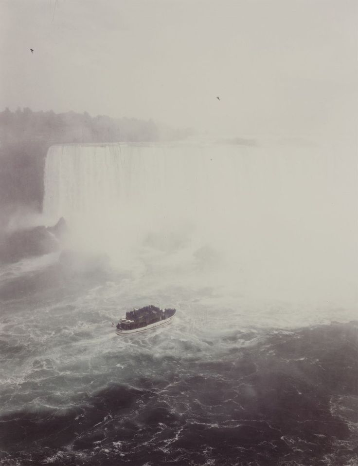 Niagara Falls    photo by Andreas Gursky, 1989