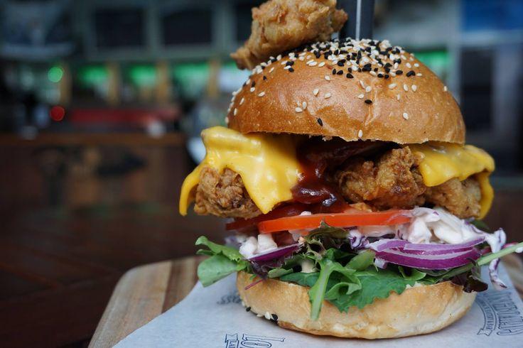 Best Burgers in Surfers Paradise #burgers #food #restaurants #cafes #foodie #dining #goldcoast #surfersparadise