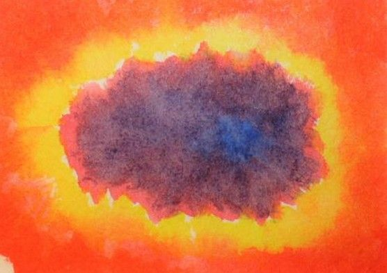 1. vermilion red enters the sheet moving from the outside to the inside, leaving a beautiful white space in the middle 2. lemon yellow makes around a beautiful crown, and play a little with him 3. carmine red moves from yellow towards the center, still leaving a small white space 4. ultramarine blue creates a center, in the small white space, and from there it moves to transform the carmine, and arrived at the yellow, back again towards the center.