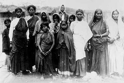 Indians brought to South Africa from 1860 as indentured plantation labour