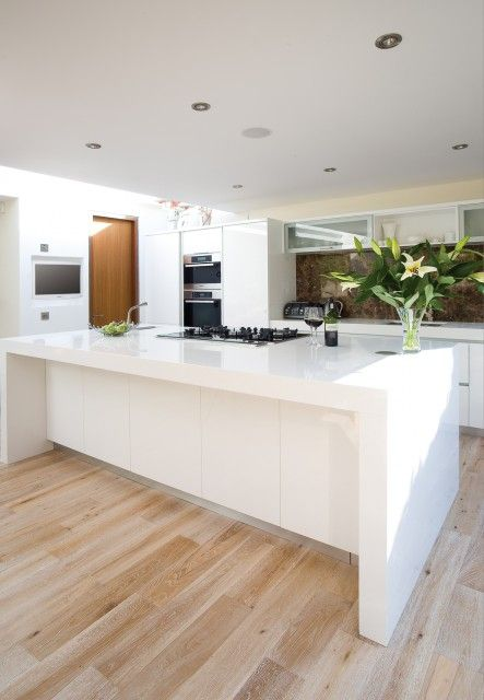 Kitchen - like the island idea. Cupboards but could still put stools there due to the overhang.