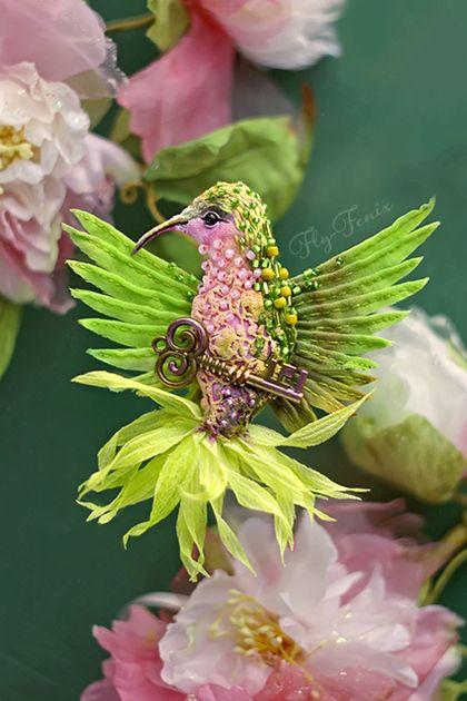 миниатюрная брошь - зеленая птичка с ключем - салатовый,колибри,птица
